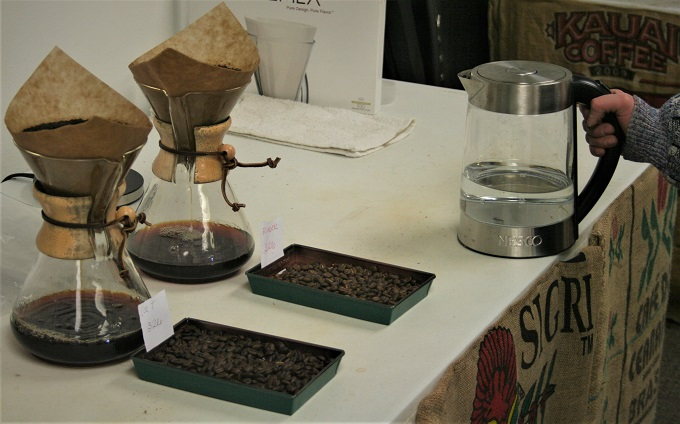 coffee brewing in chemex pots